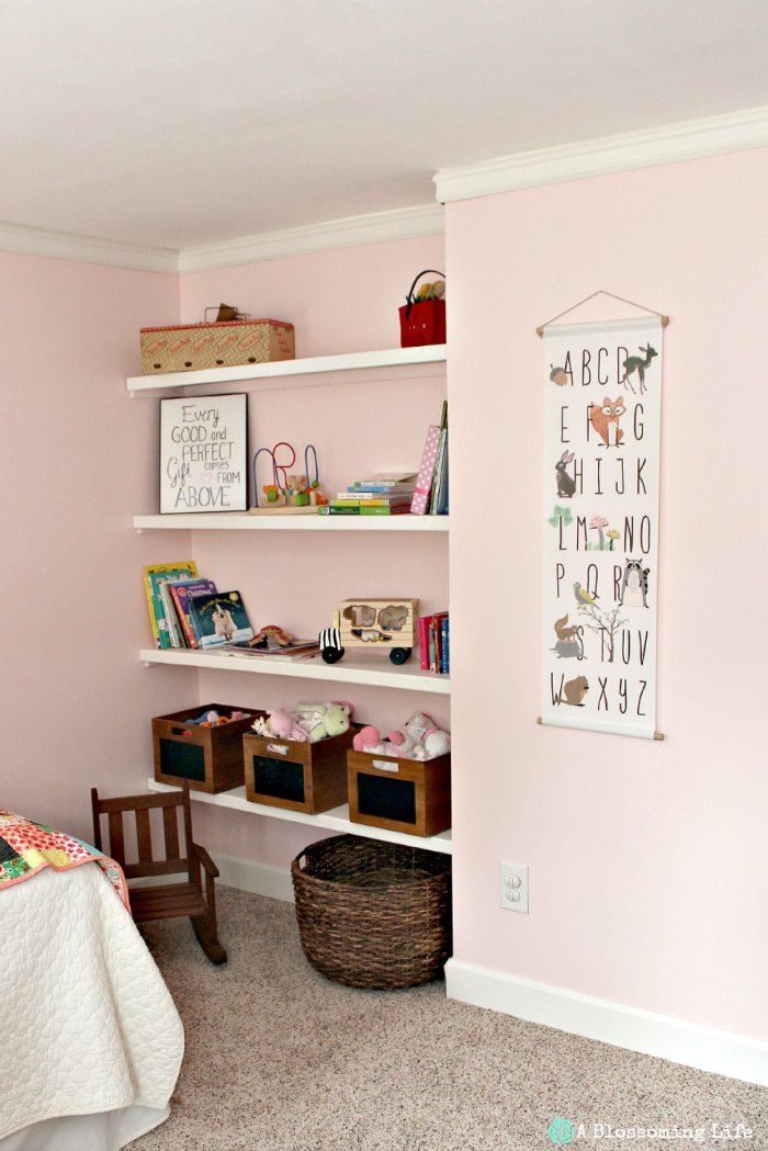 Woodland hemed Nursery-book shelves