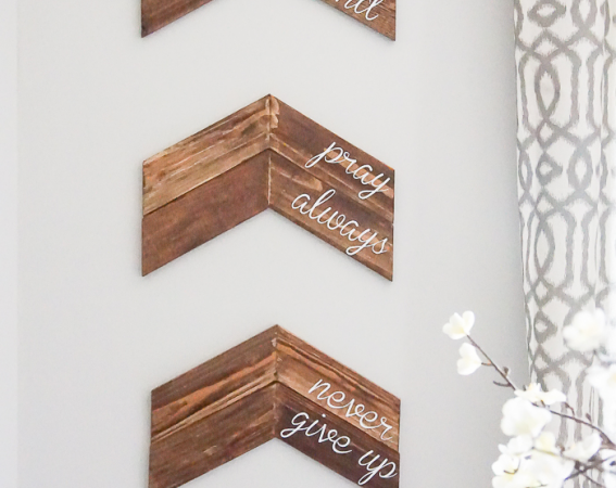 Customizable-Chevron-Arrow-Wall-Decor-this-is-a-really-simple-home-project-and-a-great-way-to-add-a-custom-sign-to-your-home