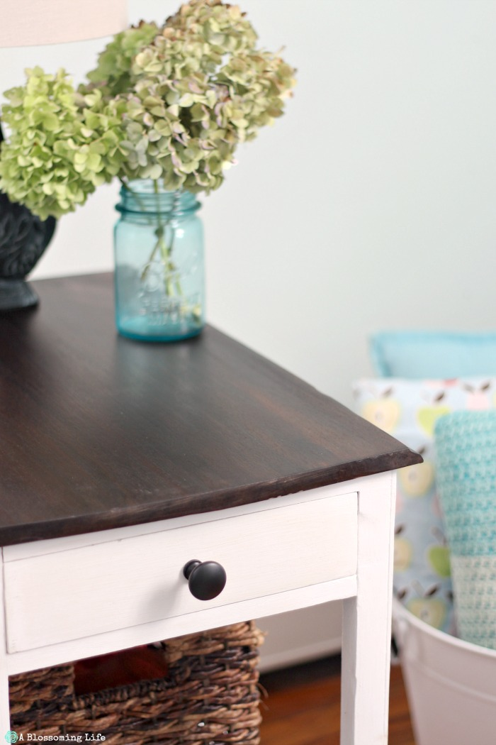 side-table-redo-white-chalkpaint-and-dark-walknut-stained-top