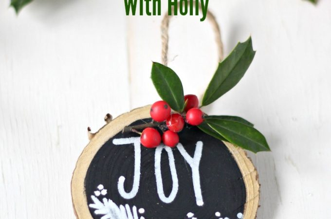 diy-wood-slice-ornament-with-holly