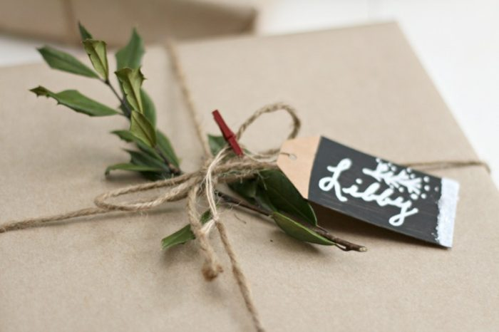 gift-wrap-with-natural-greenery-and-homemade-gift-tags