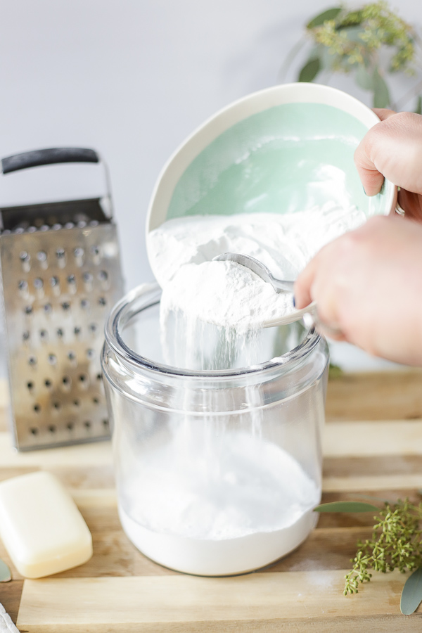adding washing soda to borax to make homemade laundry detergent